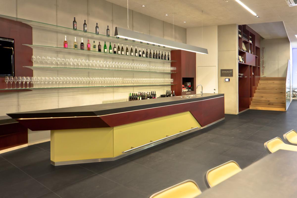 Gastro Einrichtung Referenz | Präsentationspult Weinverkostungszentrum Dockner