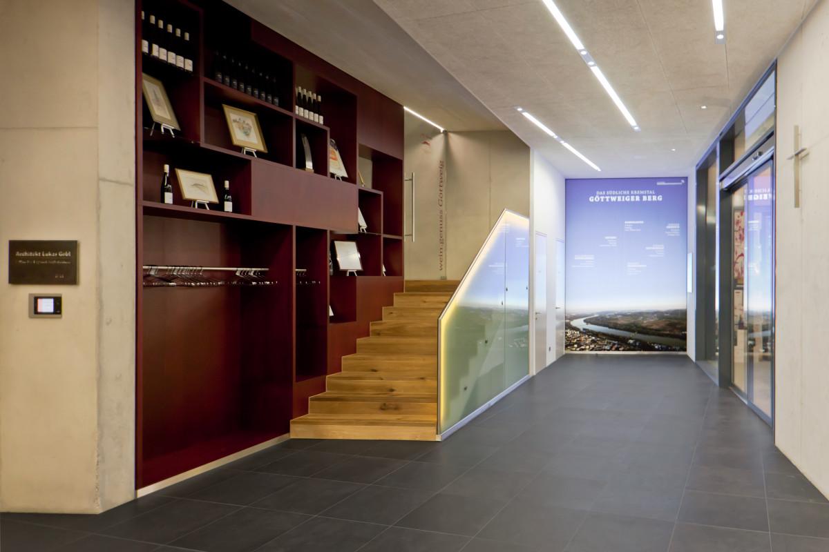 Gastro Einrichtung Referenz | Stauraummöbel Weinverkostungszentrum Dockner