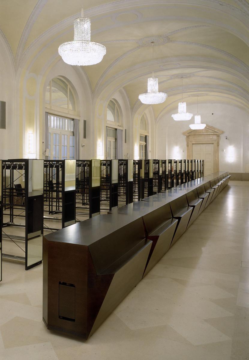 Objekteinrichtung Referenz | Gardarobenpult Hofburg Vienna Congress Center