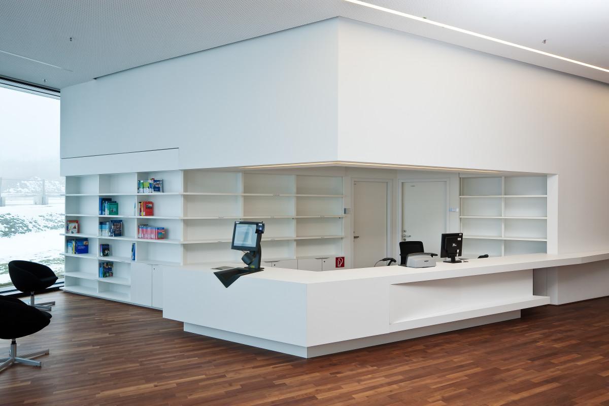 Objekteinrichtung Referenz | Empfangspult FH Campus Wien