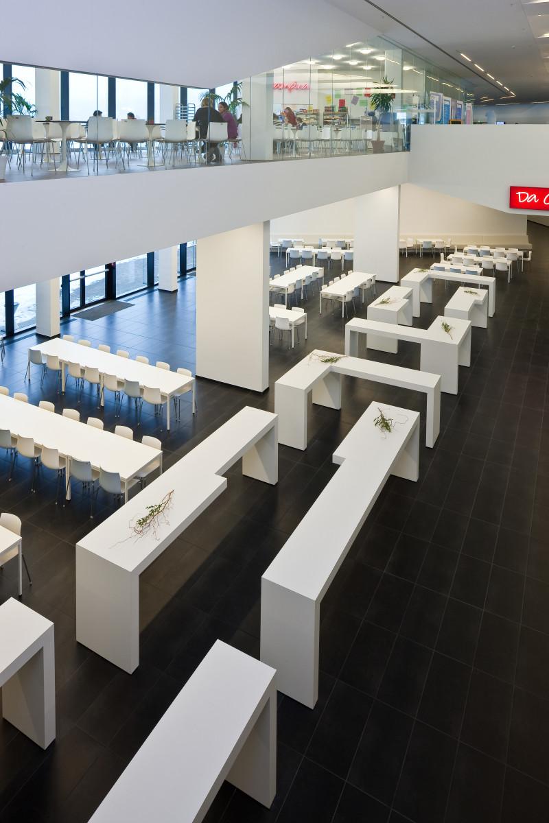 Objekteinrichtung Referenz | Stehtische Mensa FH Campus Wien