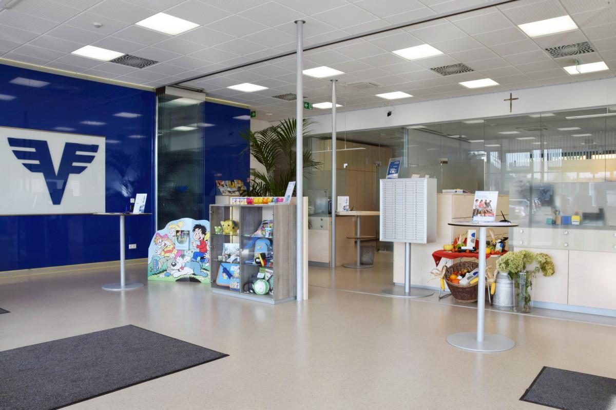 Bankeinrichtung Referenz | Kassenpult Volksbank Böheimkichen