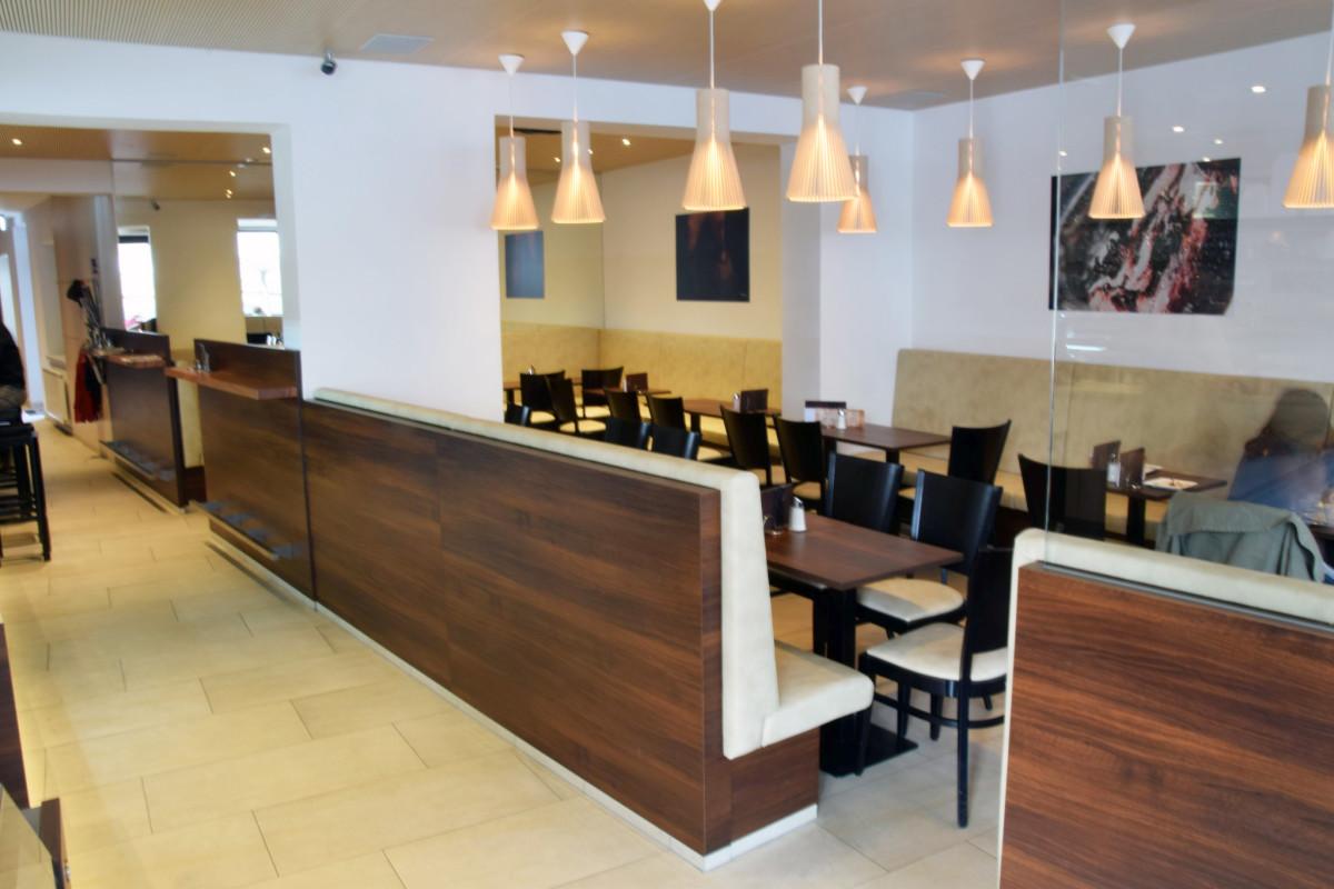 Gastro Einrichtung Referenz | Sitzbank Café-Konditorei Karl Bachinger