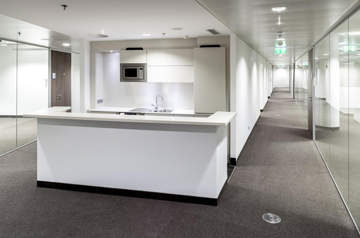 Objekteinrichtung Referenz | Objektküchen Raiffeisen Konzernzentrale RHW.2