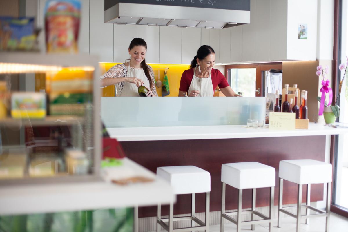 Gastro Einrichtung Referenz | Schauküche Neugeist Naturkost & Gastronomie