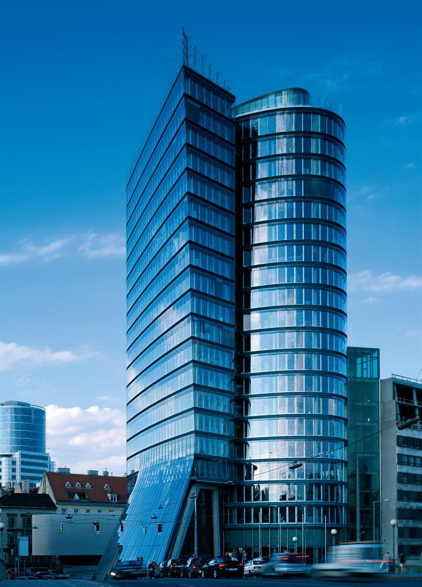 Wandverkleidung Referenz | Aussenansicht Uniqa Tower