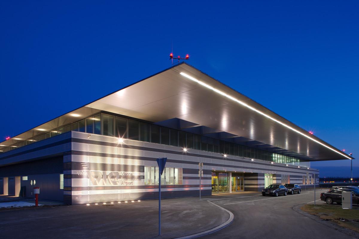 Objekteinrichtung Referenz | Aussenansicht VIE- Flughafen Wien VIP/ GAC