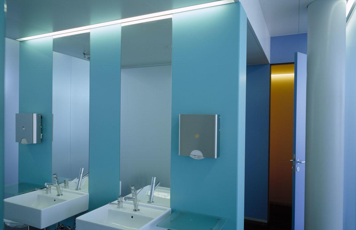 Objekteinrichtung Referenz | Sanitärtrennwände Strabag Europa-Konzernzentrale